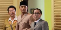 For this scene, Soekarno's white suit was still at the cleaners.