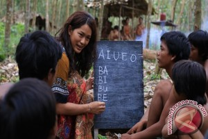 Soon enough they'll learn the ABC that is ais batu campur.